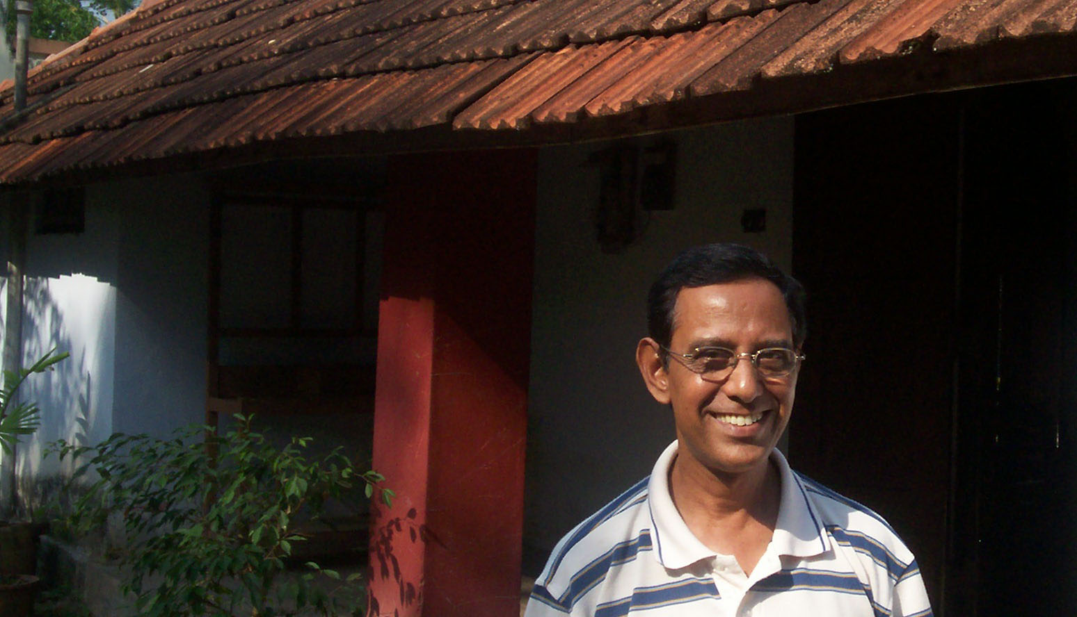 Giles Francis in front of the building where he painted the House flags in the 1970s - Photo: Ashok R Chandran
